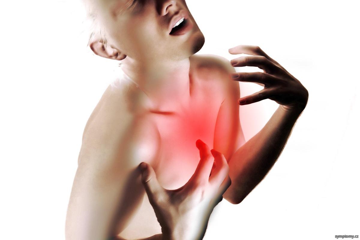 bolest na hrudi při infarktu